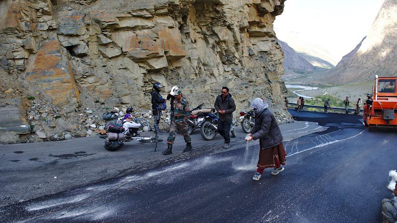 Munca de echipa la directia de drumuri si poduri.
