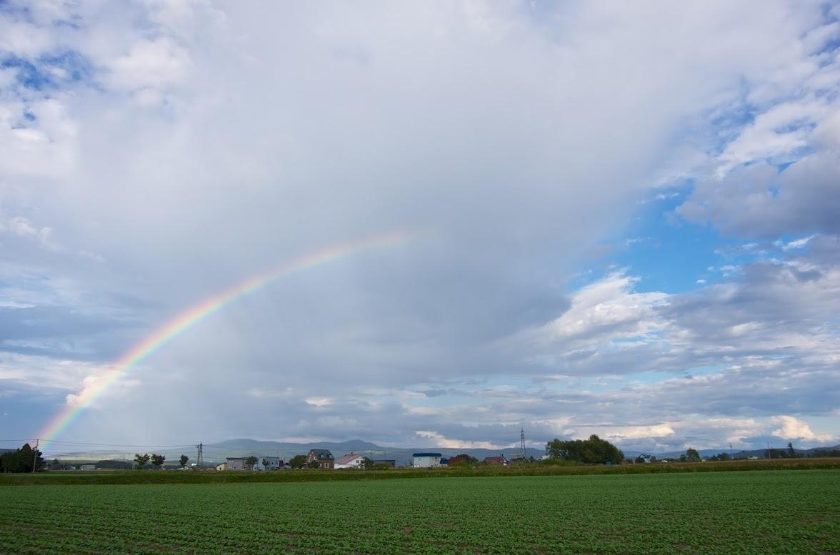 虹は雲の彼方への架け橋