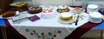 The committee provided delicious cakes