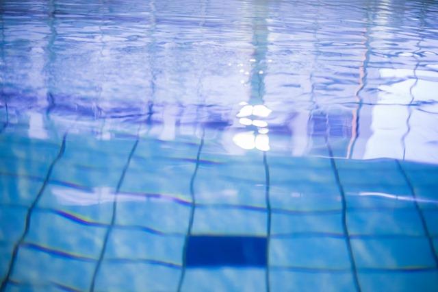 大人プール泳ぐ泳げない運動不足