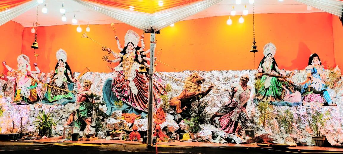 जगदीशपुर में श्रद्धालुओं ने माता रानी का दर्शन कर प्रसाद समर्पित किया