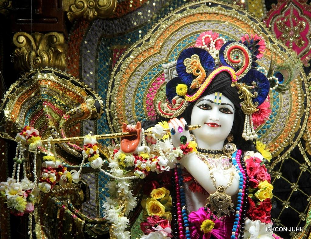 ISKCON Juhu Sringar Deity Darshan on 28th May 2016 (17)