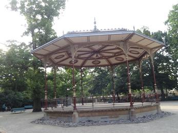 2018.07.01-108 kiosque à musique dans le parc du Thabor