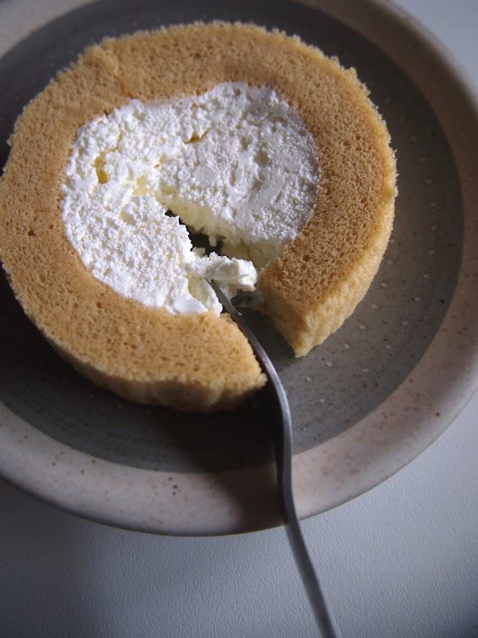ローソン プレミアムブランのロールケーキ
