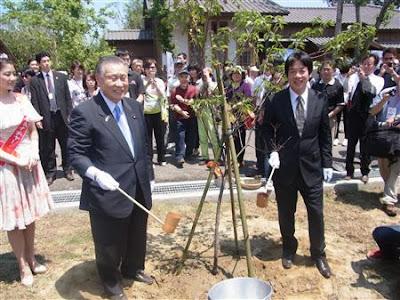 東日本大震災での台湾の支援に感謝 日本の訪問団170人が桜を植樹