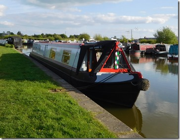 12 moorings above grove lock
