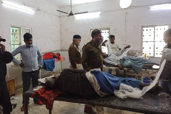 जमीन विवाद में दबंगों का दलितों पर कहर, आगजनी और फायरिंग में 2 महिला समेत 8 घायल
