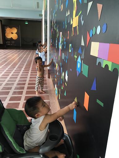 台東美術館的磁鐵牆