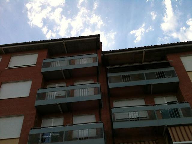 redes - Resumen de ideas para mosquiteras y redes ventanas y balcón para gatos. IMG_2667