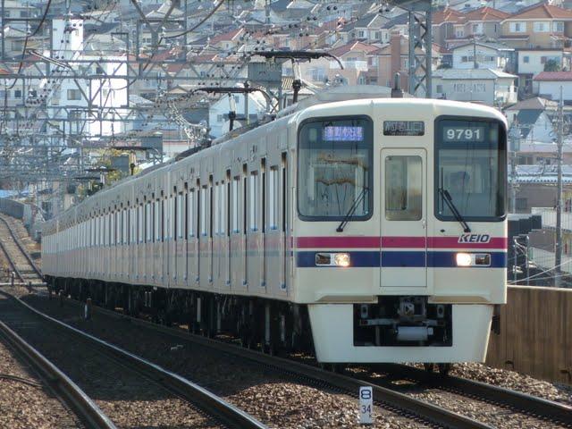 京王電鉄 通勤快速高尾山口行き 9000系(平日2本運行)