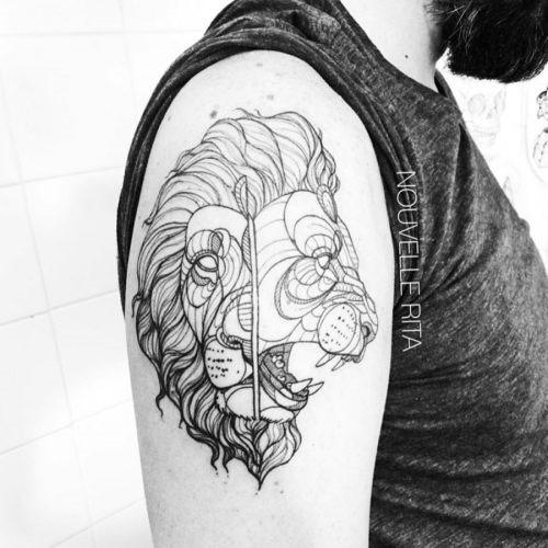 esta_auto-croquis_dois_enfrentaram_tatuagem_de_leo
