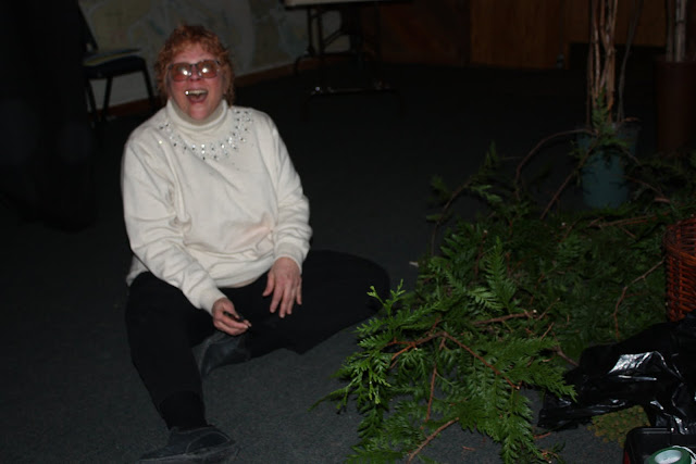 2009 Clubhouse Christmas Decorating Party - IMG_2565.JPG
