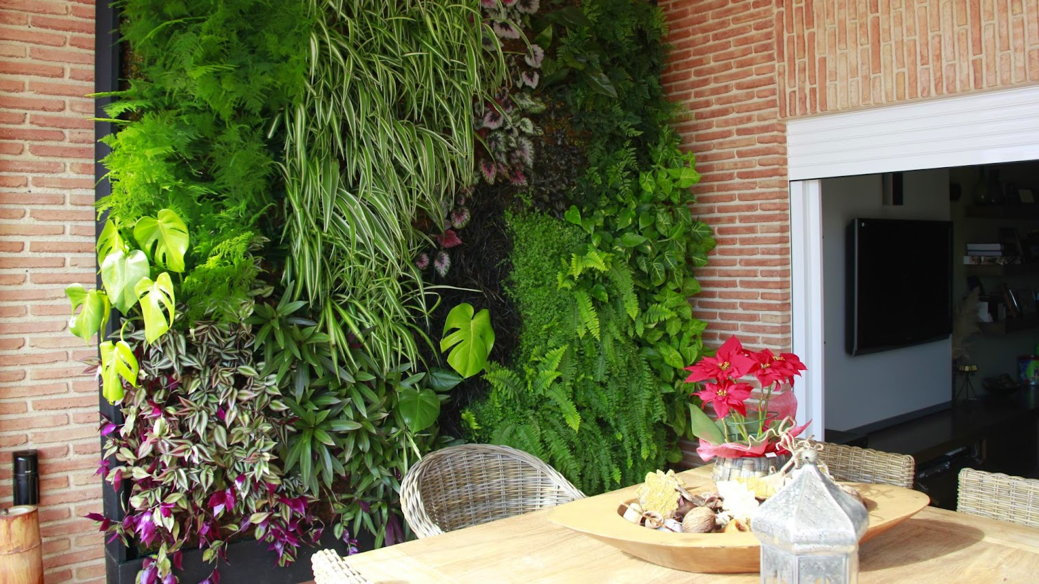 Los beneficios de un jardn vertical interior