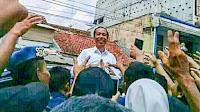 Warga Bumiayu Kerumuni Mobil Jokowi
