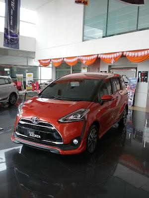 Display Toyota Sienta Nampak Depan