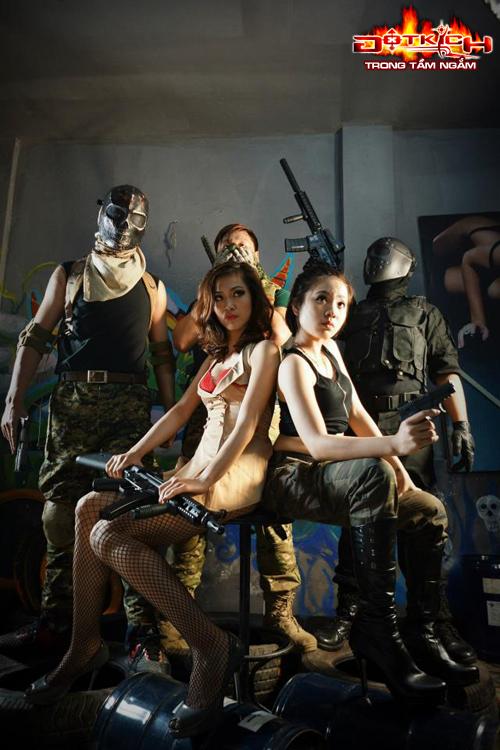 Nhóm Vật Cản tung cosplay đón sinh nhật Đột Kích