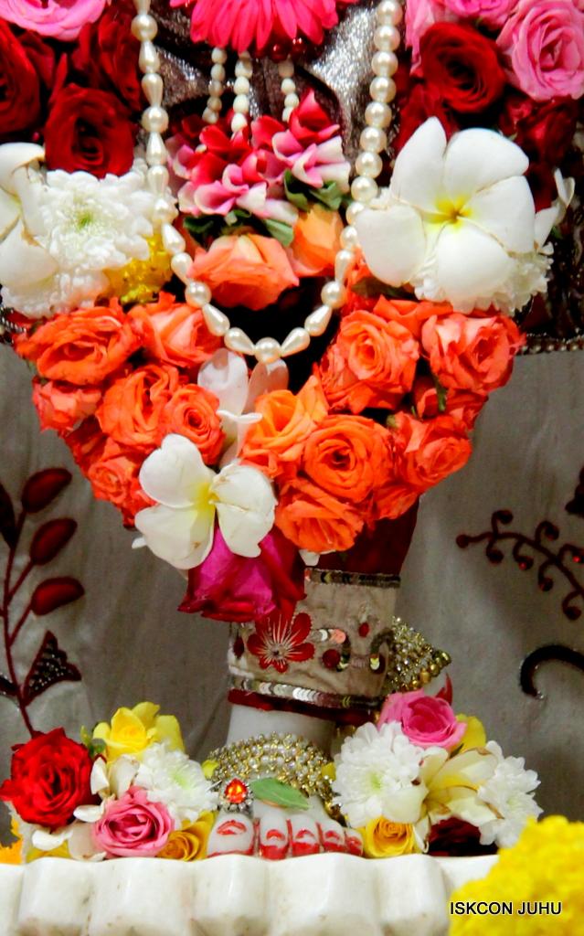 ISKCON Juhu Sringar Deity Darshan on 30th Sep 2016 (56)