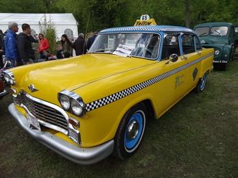 2018.05.01-094 Checker taxi jaune