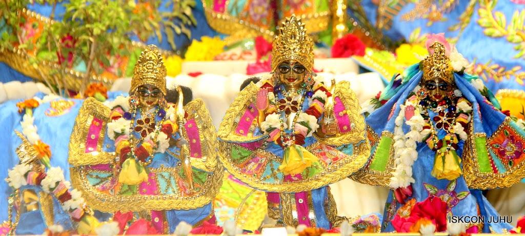 ISKCON Juhu Sringar Deity Darshan on 29th April 2016 (39)