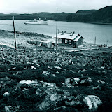 1977 г. Дальние Зеленцы Мурманской области. В бухту заходт круизный лайнер Алла Тарасова