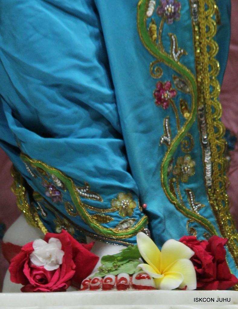 ISKCON Juhu Mangla Deity Darshan 22  Nov 2016 (48)