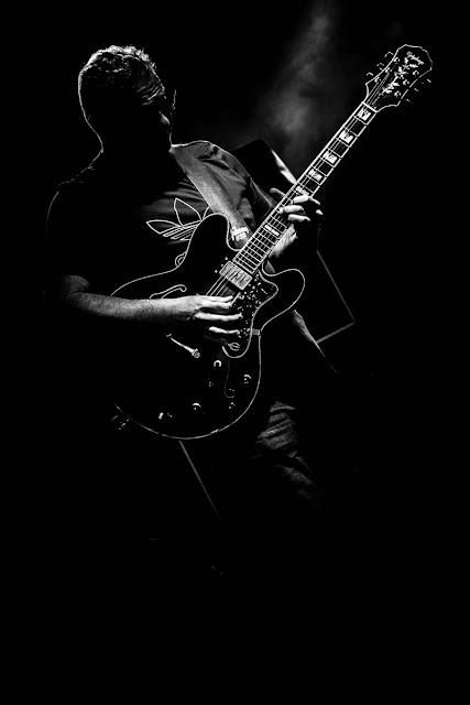 Solo de guitarra, foto de Carlos Larios