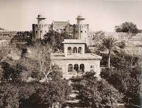 The Hazuri Bagh Pavilion in 1870  [Source]
