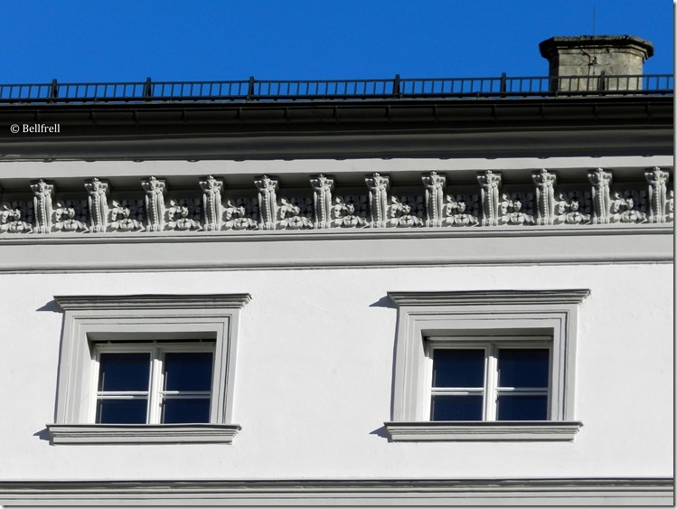2 Fenster Erb. Palais