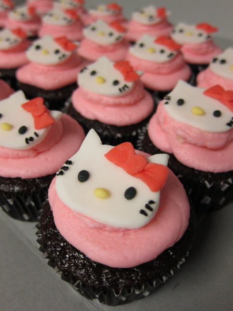 swEEts by e Hello Kitty Birthday Cake and Cupcakes