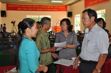 Ông Trần Ngọc Thuận TGĐ Tập đoàn Công Nghiệp Cao su Việt Nam – Đại Biểu Quốc Hội khóa XIII trao đổi với cử tri tại buổi tiếp xúc cử tri