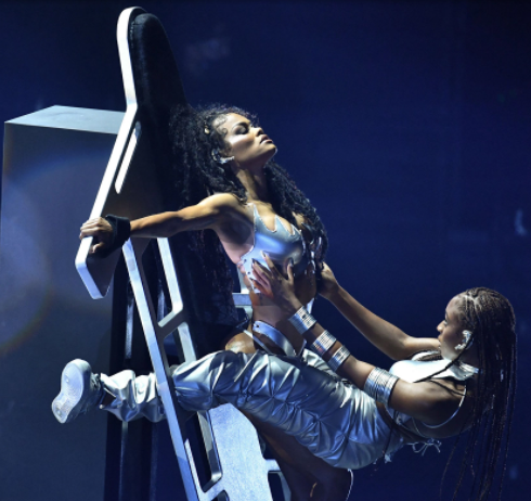 See Normani and Teyana Taylor's xualy charged performance at the MTV VMAs that's got people talking (video)