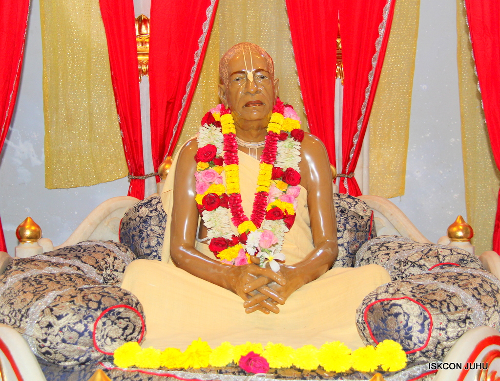 ISKCON Juhu Sringar Deity Darshan on 25th Oct 2016 (1)