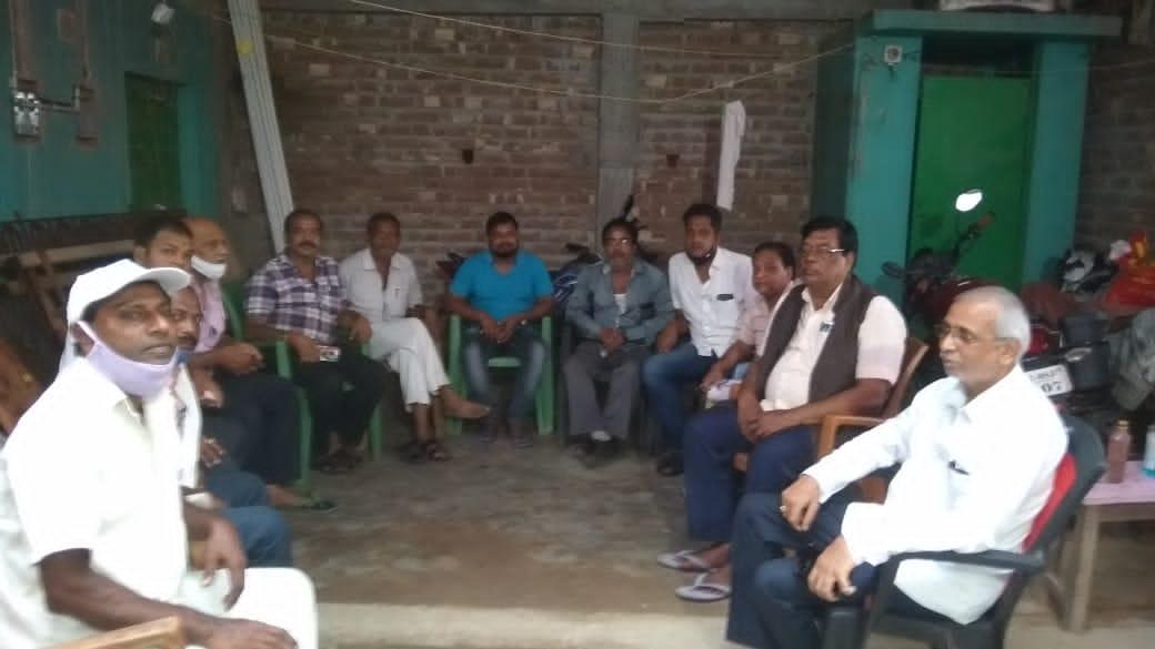 उपमुख्यमंत्री के आगमन को लेकर विधायक के आवास पर जनसमस्याओं पर एनडीए कार्यकर्ताओं कि सामुहिक बैठक।