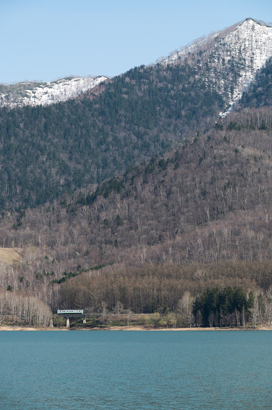 190504 かなやま湖畔を走る気動車