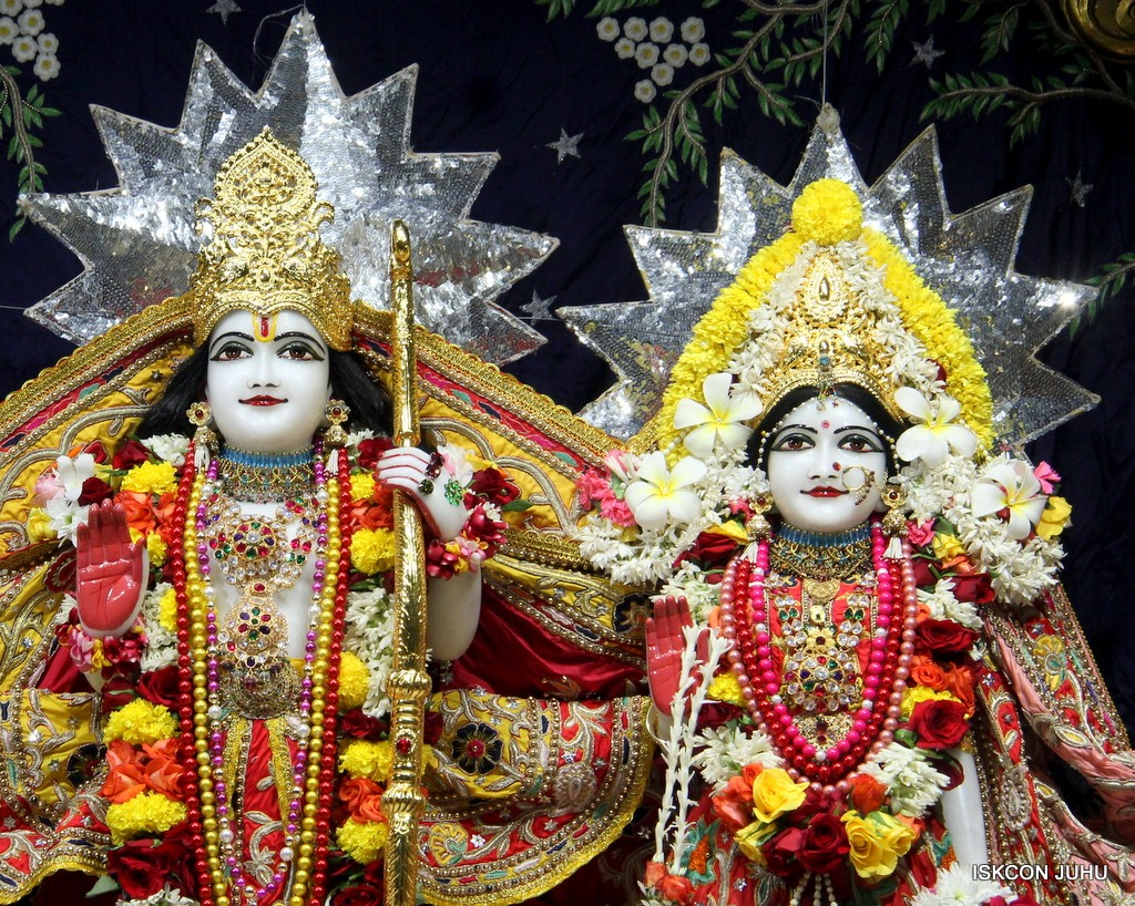 ISKCON Juhu Sringar Deity Darshan 22 Nov 2016 (34)