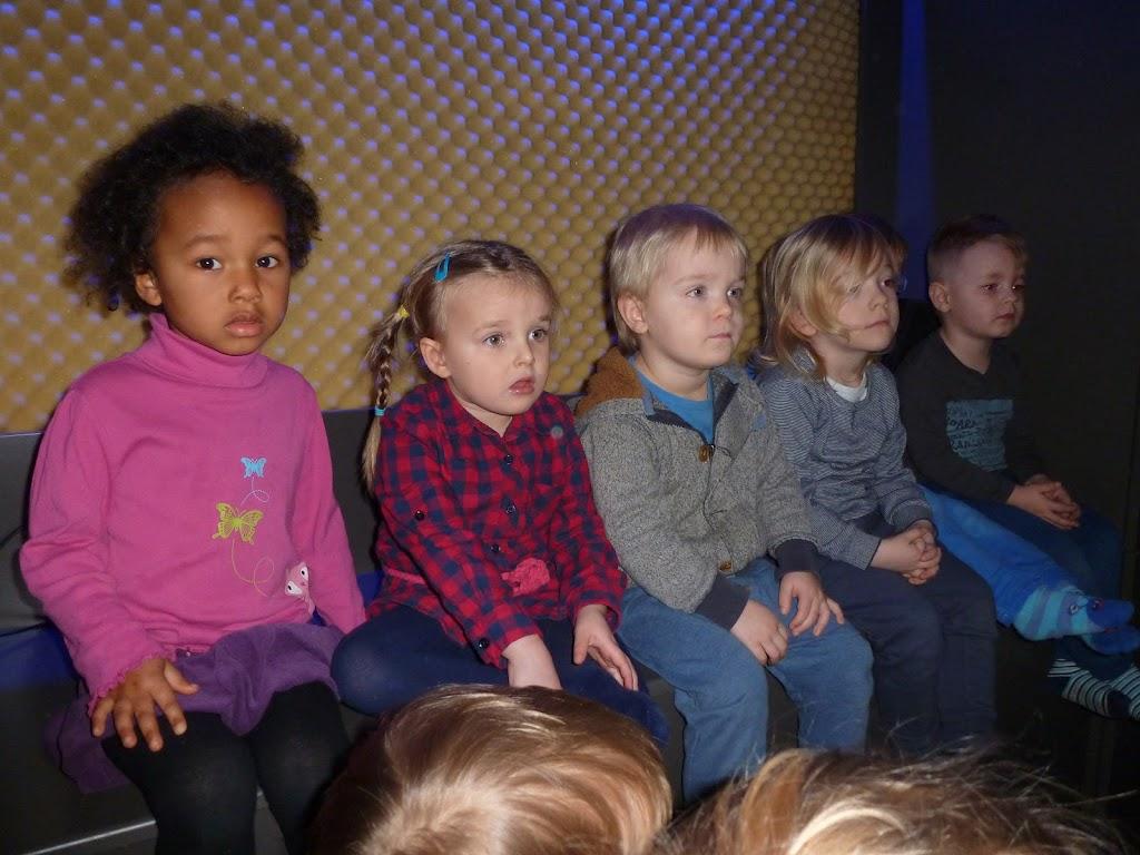 Leefgroep 1 op bezoek in een muziekkamer - P1080930.JPG