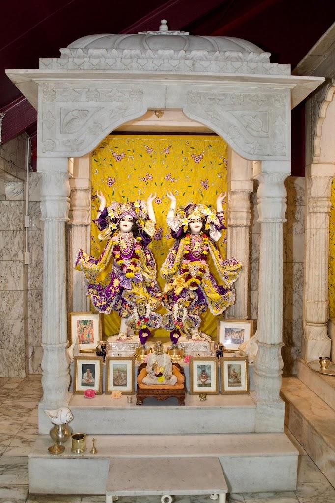 ISKCON New Govardhana Deity Darshan 22 Dec 2016 (42)
