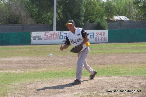 Elías Jasso de Hipertensos en el softbol botanero