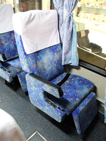 西鉄高速バス「フェニックス号」 9910 シート