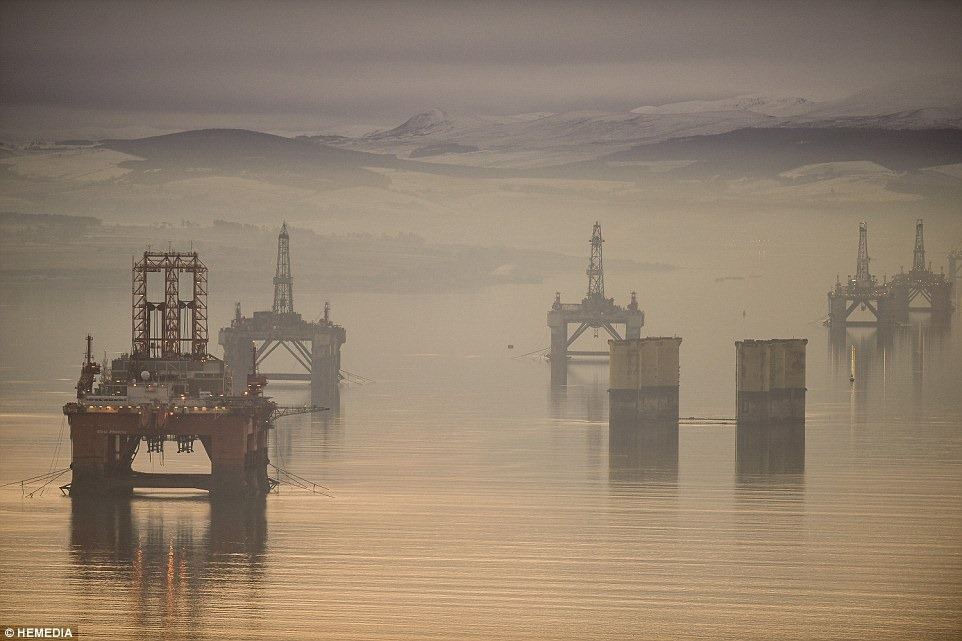 cromarty-firth-oil-rigs-6