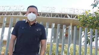 Salmerón en los exteriores del Estadio de los Juegos Mediterráneos.