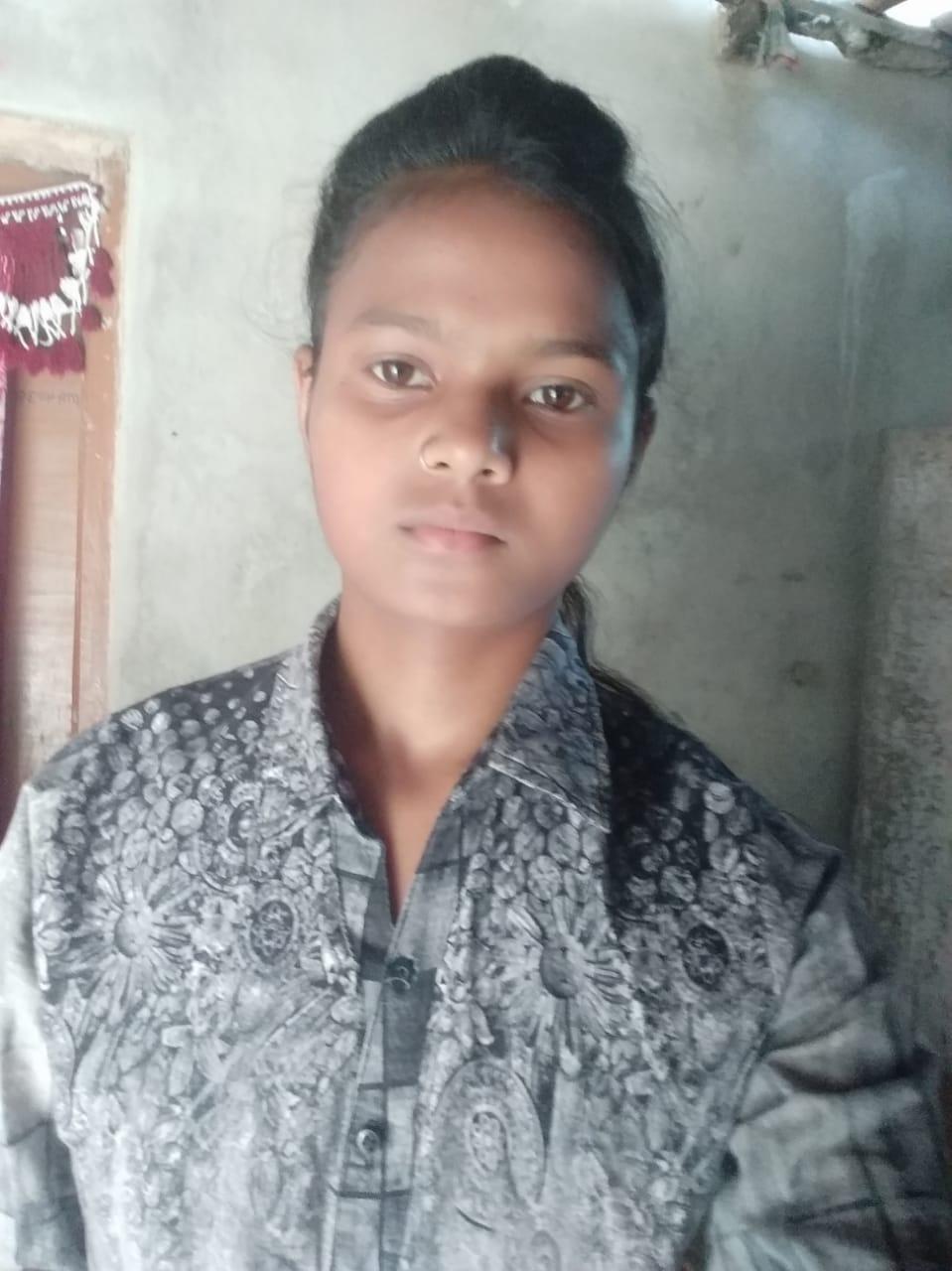 दीक्षा कुमारी ने 412 अंक लाकर कन्या उच्च विद्यालय के बनी टॉपर।