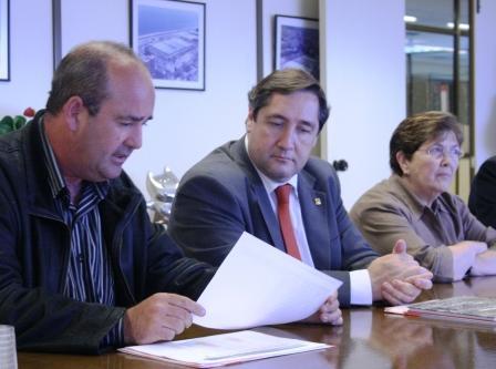 El conseller d'Agricultura, Josep M. Pelegrí, reunit amb la Junta Rectora del Mercat de Flor i Planta Ornamental de Catalunya.
