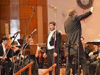 12 Turpinszky Gippert Béla tenorénekes, a zenekart Pfeiffer Gyula vendégkarmester vezényli.jpg