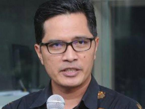 Febri Diansyah Ungkap Peneliti Singapura yang Sebut Jokowi Pemimpin Jenius Merupakan Dewan Penasihat Golkar Institute, Ini Kata Netizen