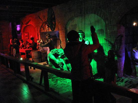 wnętrze Zamku Śląskich Legend - teatr kukiełkowy