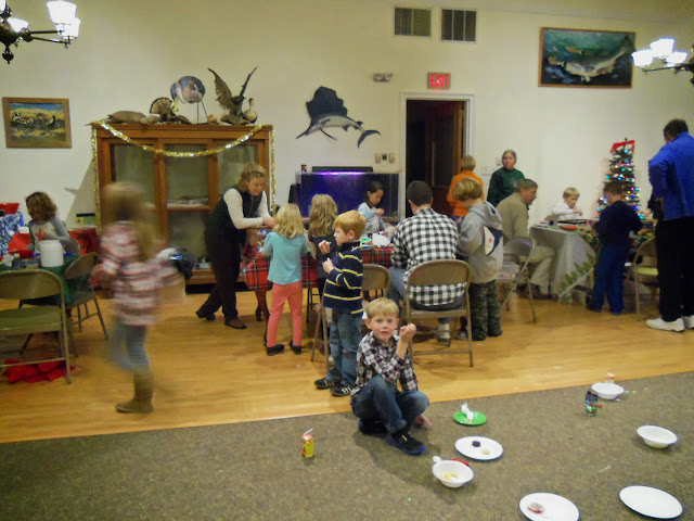 2014 - Holiday Craft Party - 101_3035.JPG