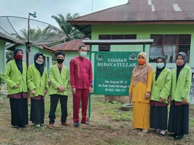 Kepala MTs dan MA Hidayatullah Kuala Cenaku menyambut baik mahasiswa PPL STAI Madinatun Najah Rengat