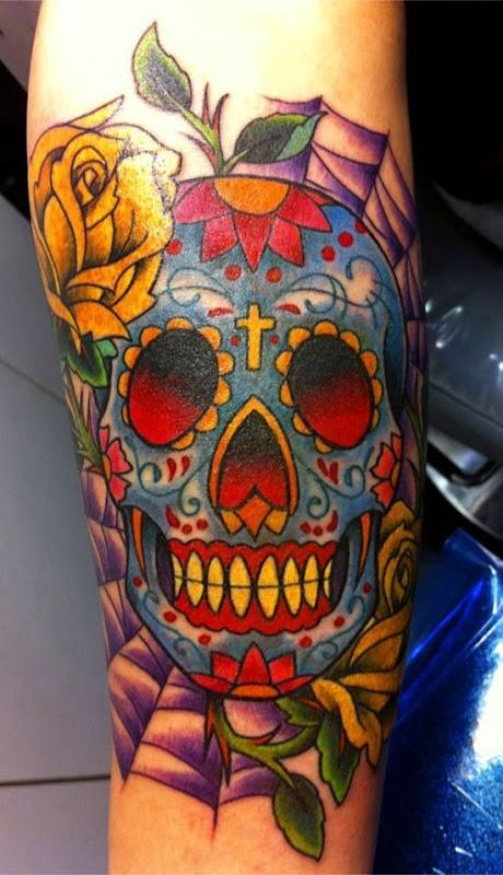 açcar_crnio_tatuagem_com_a_cruz