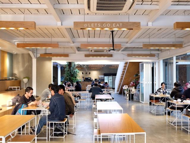 Lo.Ka.Si. makan dan coworking space Bandung